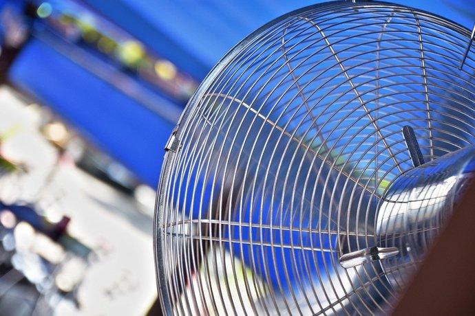 ventiilateur-690x460 - Acheter un ventilateur brumisateur : lequel choisir?